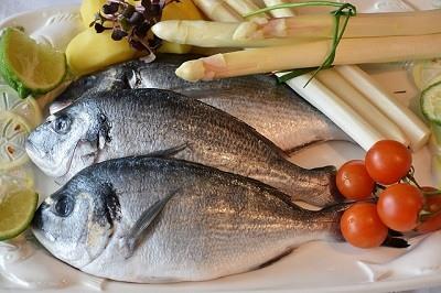 Comer pesacado para combatir el colesterol malo