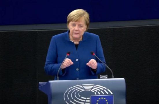 Merkel defiende la creacion de un ejercito comun para la UE