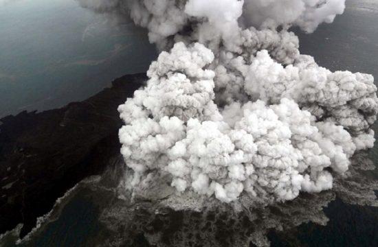 Erupcion del volcan Anak Krakatoa