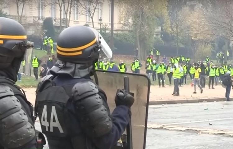 Protestas violentas de los chalecos amarillos en Paris