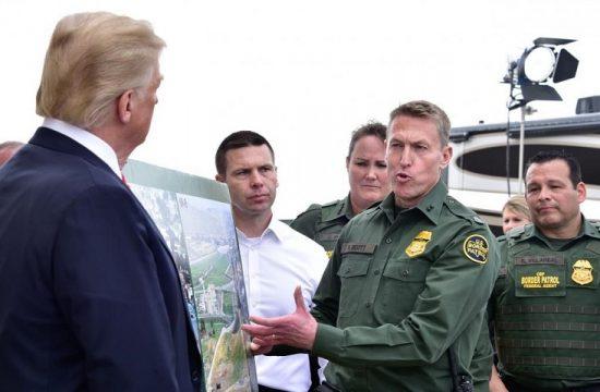 Trump amenaza con bloquear la administracion si no obtiene el presupuesto para construir su muro con Mexico