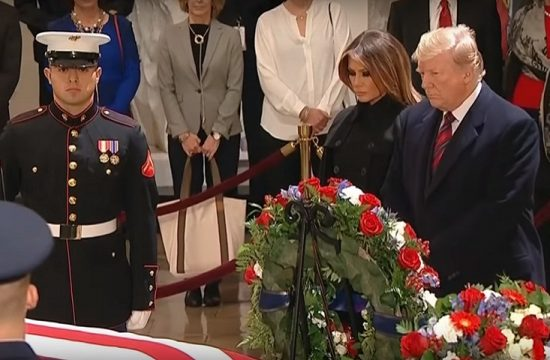 Trump da el adios al ex presidente George HW Bush en el Capitolio