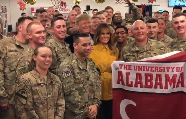 Trump visita a las tropas en Iraq por Navidad