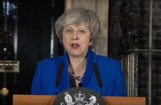 Theresa May sobrevive a la moción de censura