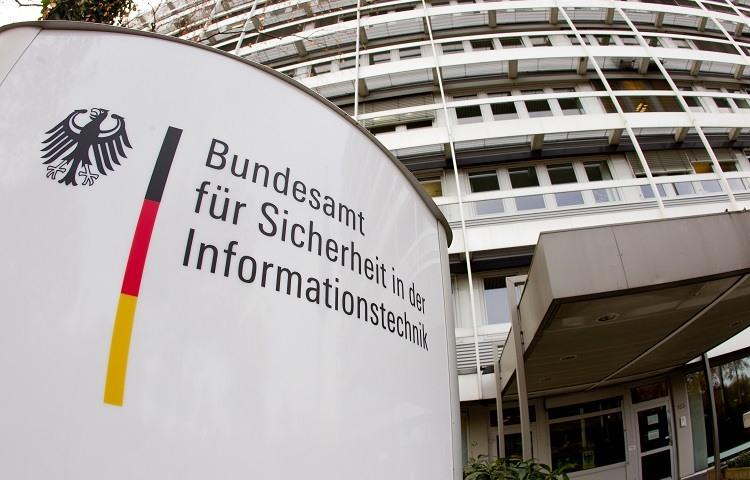 Policia alemana detiene a un joven de 20 anos por ciberataque a politicos