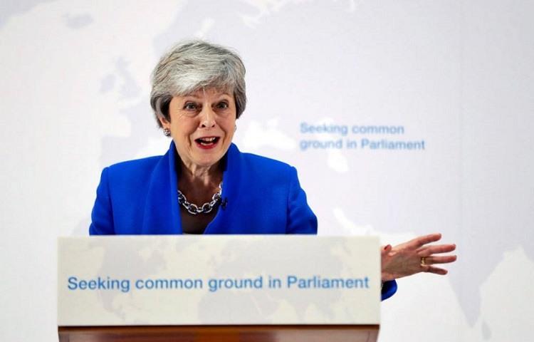 May abre la puerta a otro referendum