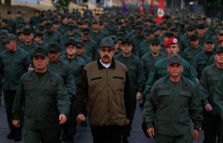 Nicolas Maduro se mostro con Vladimir Padrino