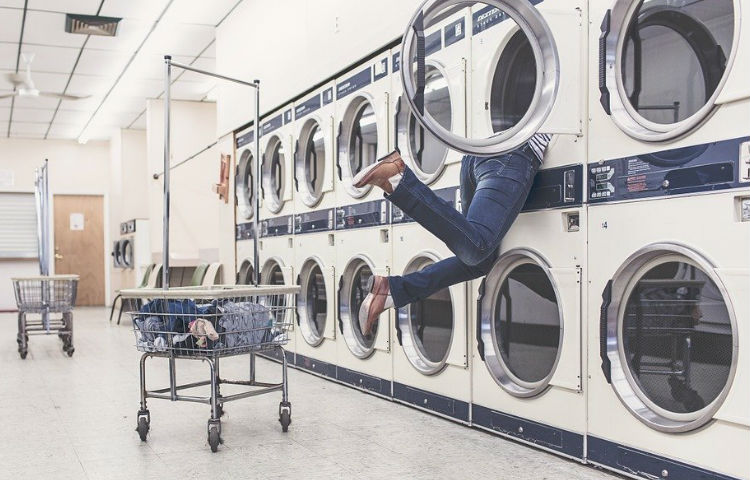 Cinco razones por las que llevar tu ropa a la lavandería